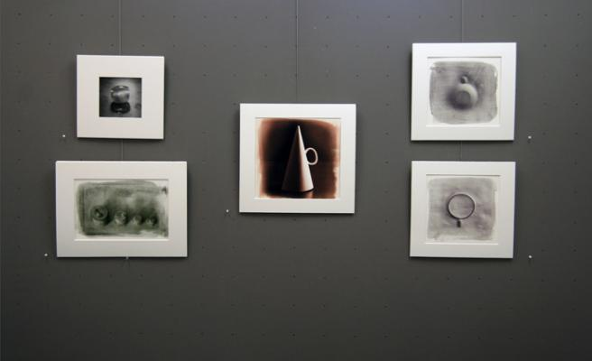 """""""Observing Observing (a white cup)"""" installation image"""