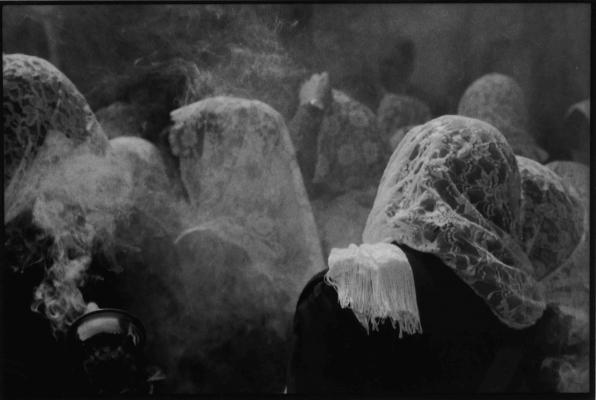 """Eduardo Calderón, """"Zahumadoras"""", 2013, silver gelatin print, 9 x 13"""""""